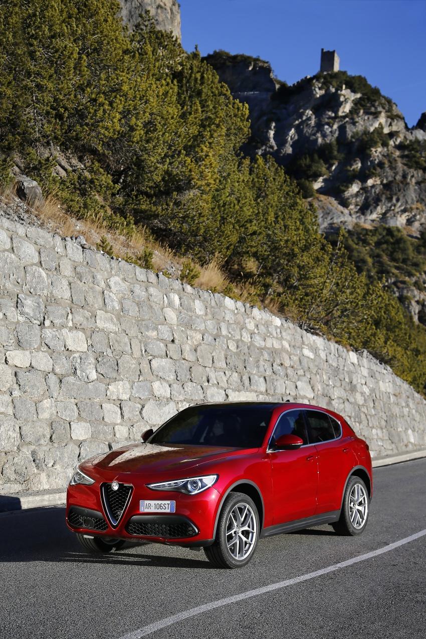 Alfa Romeo Stelvio gains new base engines for EMEA: 200 hp/330 Nm 2.0 petrol and 180 hp/490 Nm 2.2 diesel Image #639638