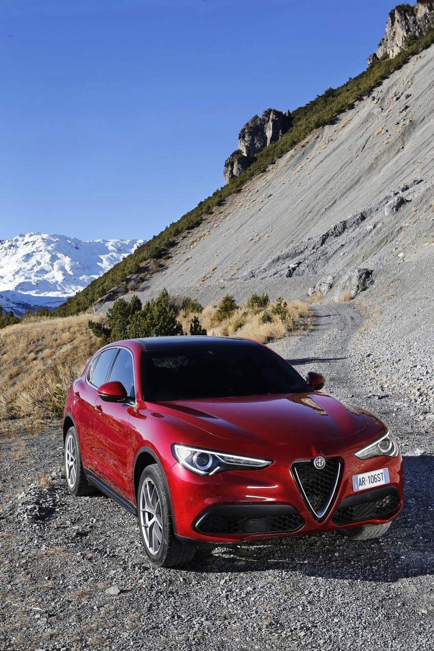 Alfa Romeo Stelvio gains new base engines for EMEA: 200 hp/330 Nm 2.0 petrol and 180 hp/490 Nm 2.2 diesel Image #639662
