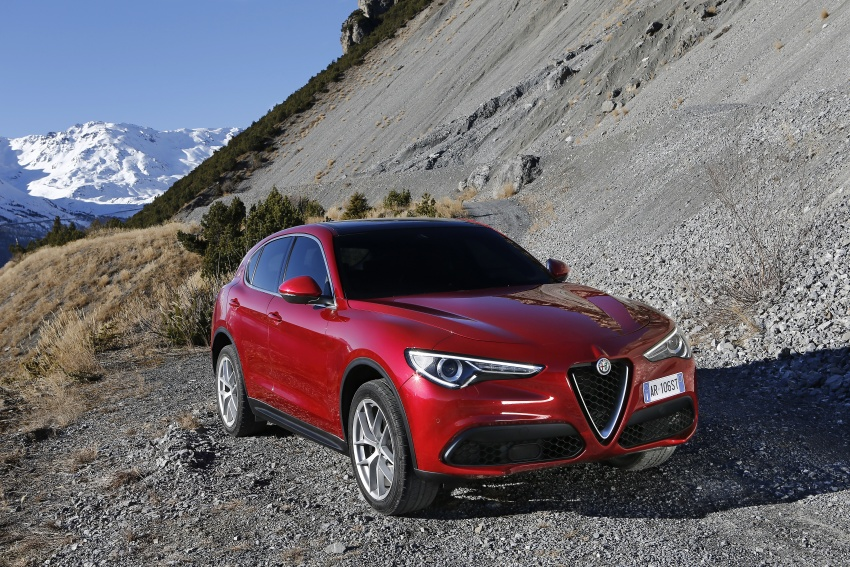 Alfa Romeo Stelvio gains new base engines for EMEA: 200 hp/330 Nm 2.0 petrol and 180 hp/490 Nm 2.2 diesel Image #639670