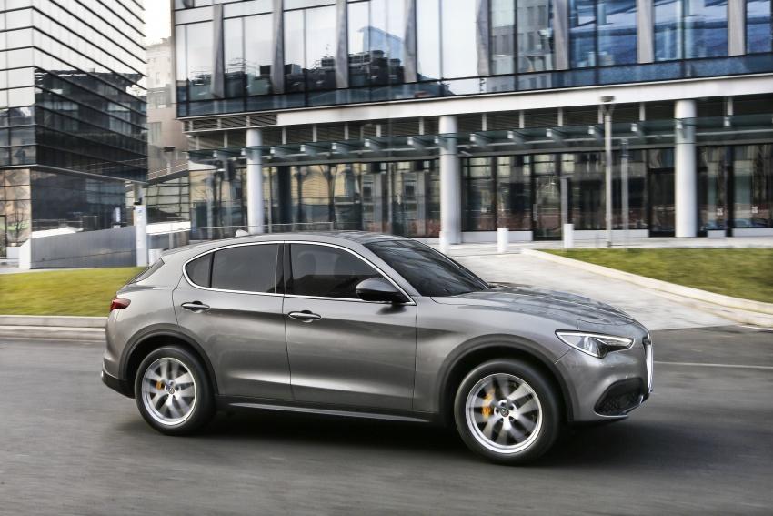 Alfa Romeo Stelvio gains new base engines for EMEA: 200 hp/330 Nm 2.0 petrol and 180 hp/490 Nm 2.2 diesel Image #639681