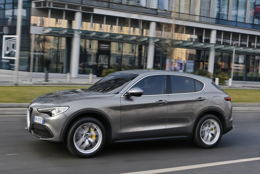 Alfa Romeo Stelvio gains new base engines for EMEA: 200 hp/330 Nm 2.0 petrol and 180 hp/490 Nm 2.2 diesel Image #639700