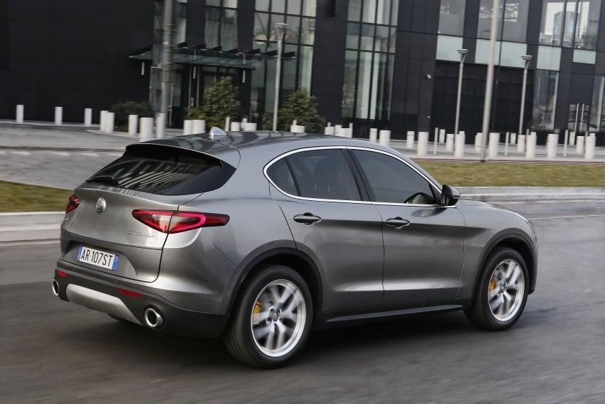 Alfa Romeo Stelvio gains new base engines for EMEA: 200 hp/330 Nm 2.0 petrol and 180 hp/490 Nm 2.2 diesel Image #639702