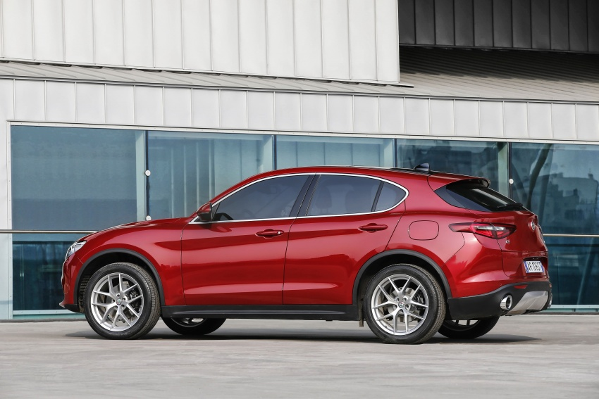 Alfa Romeo Stelvio gains new base engines for EMEA: 200 hp/330 Nm 2.0 petrol and 180 hp/490 Nm 2.2 diesel Image #639712