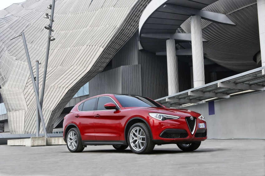 Alfa Romeo Stelvio gains new base engines for EMEA: 200 hp/330 Nm 2.0 petrol and 180 hp/490 Nm 2.2 diesel Image #639716