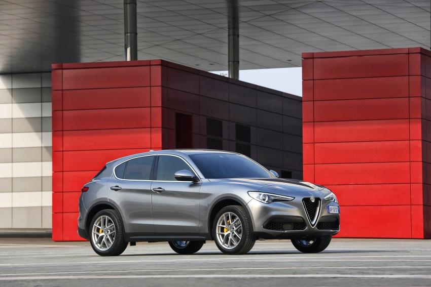 Alfa Romeo Stelvio gains new base engines for EMEA: 200 hp/330 Nm 2.0 petrol and 180 hp/490 Nm 2.2 diesel Image #639721