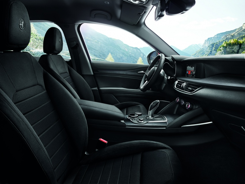 Alfa Romeo Stelvio gains new base engines for EMEA: 200 hp/330 Nm 2.0 petrol and 180 hp/490 Nm 2.2 diesel Image #639728