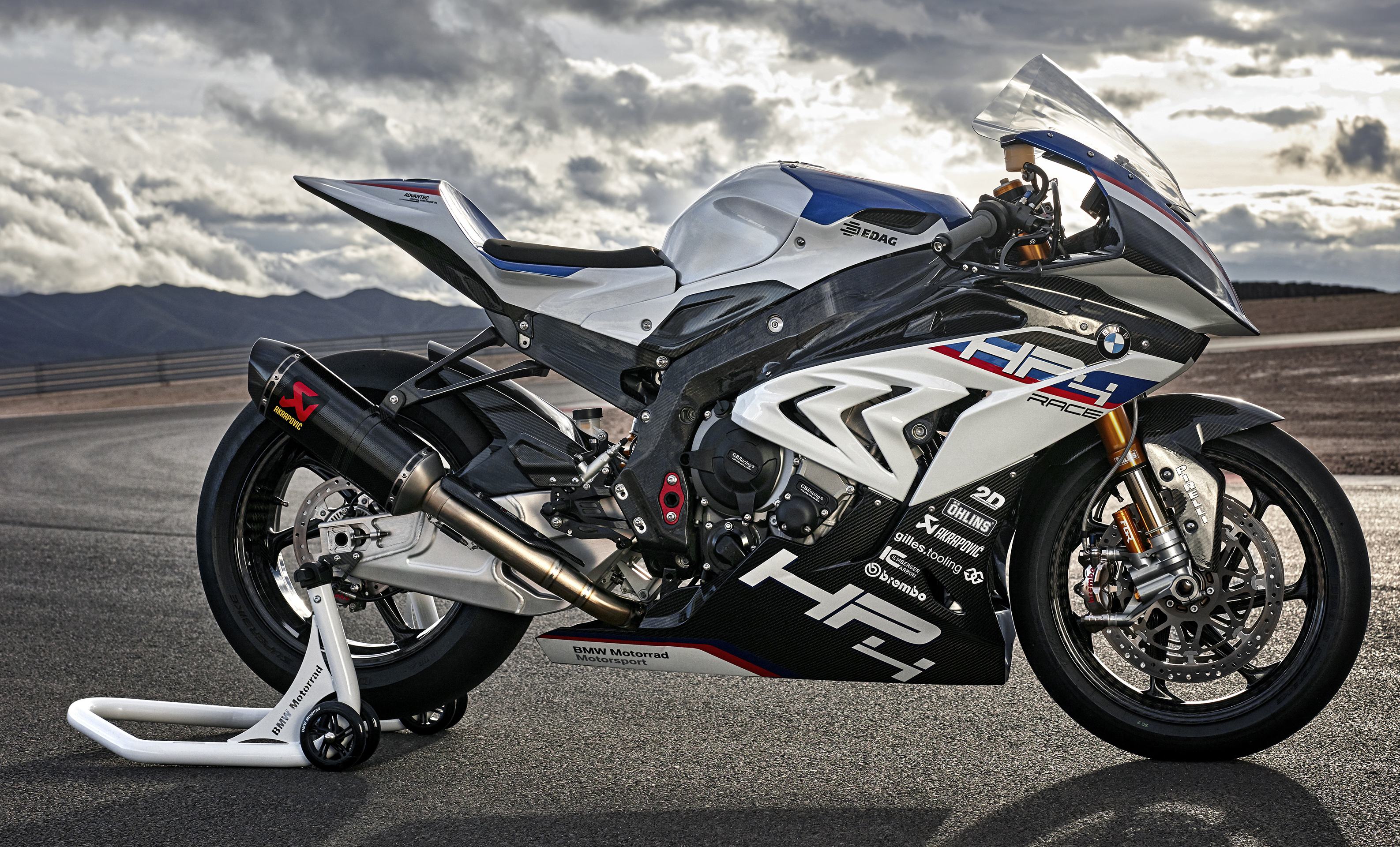 2017 BMW Motorrad HP4 Race racing motorcycle released ...