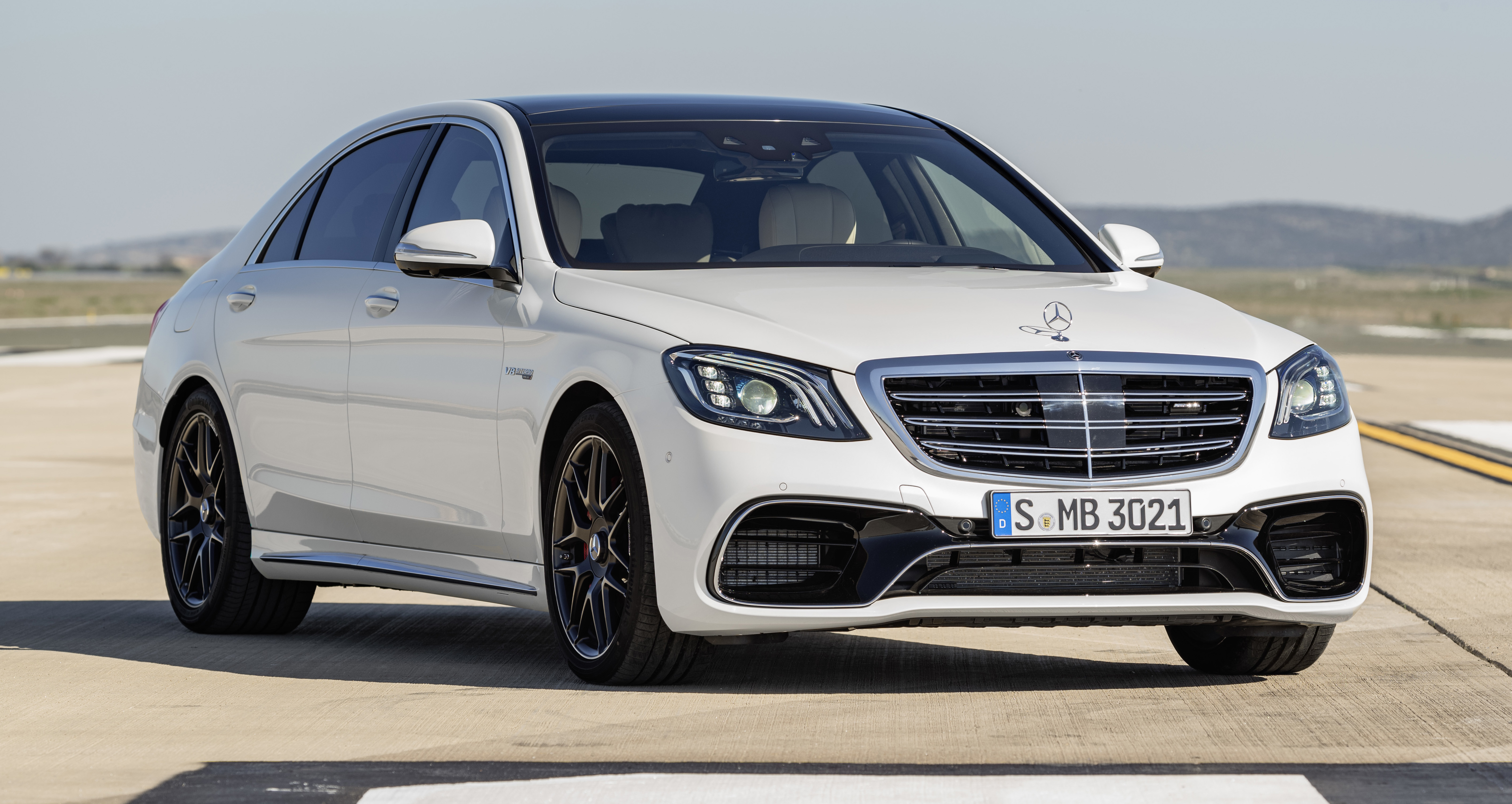 W222 mercedes benz s class facelift debuts new engines for Mercedes benz latest technology