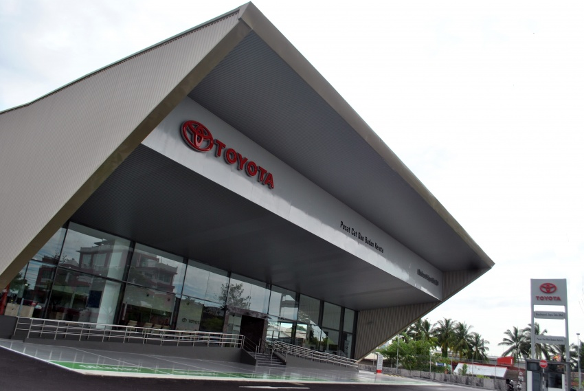 UMW Toyota Motor opens new body and paint centre in Kuching, Sarawak – 10 bays, full-sized paint oven Image #649873
