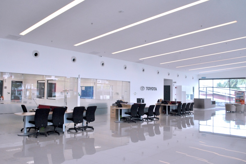 UMW Toyota Motor opens new body and paint centre in Kuching, Sarawak – 10 bays, full-sized paint oven Image #649874