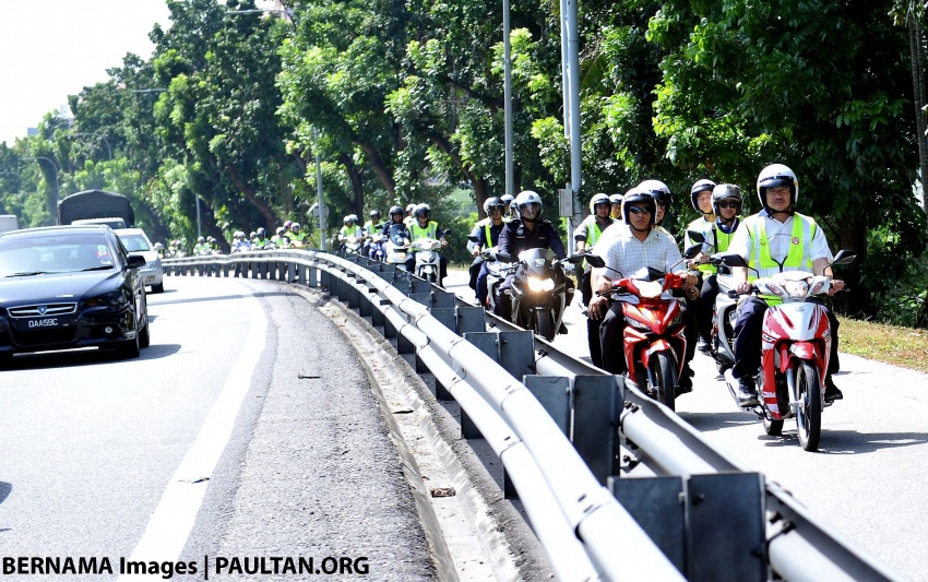 Illegal for motorcycles to use the fast lane in Malaysia? Image #652536