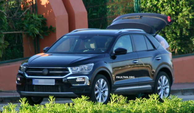 spyshot volkswagen t roc suv segmen b baharu. Black Bedroom Furniture Sets. Home Design Ideas