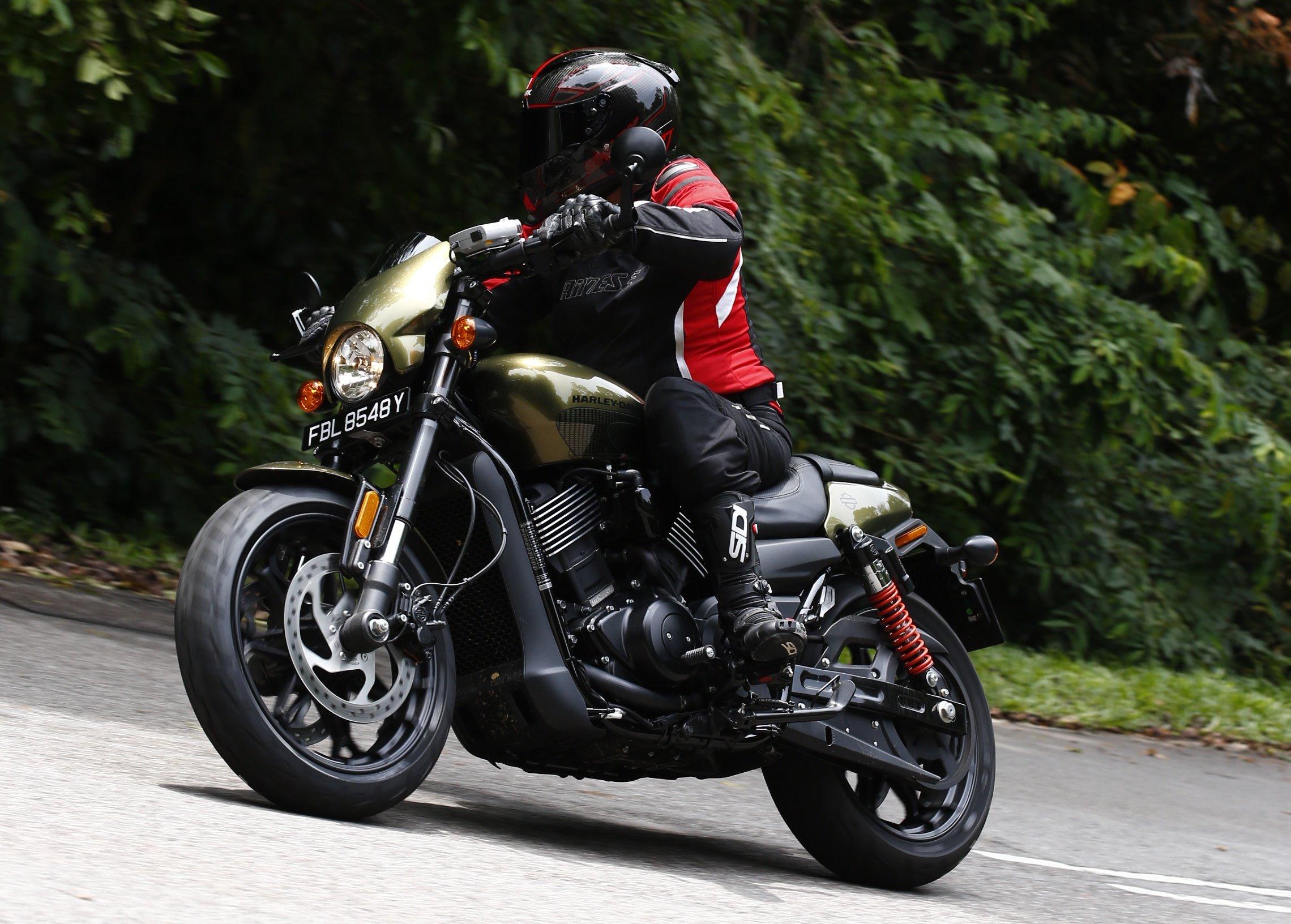 Harley Davidson: VIDEO: 2017 Harley-Davidson Street Rod Walk-around