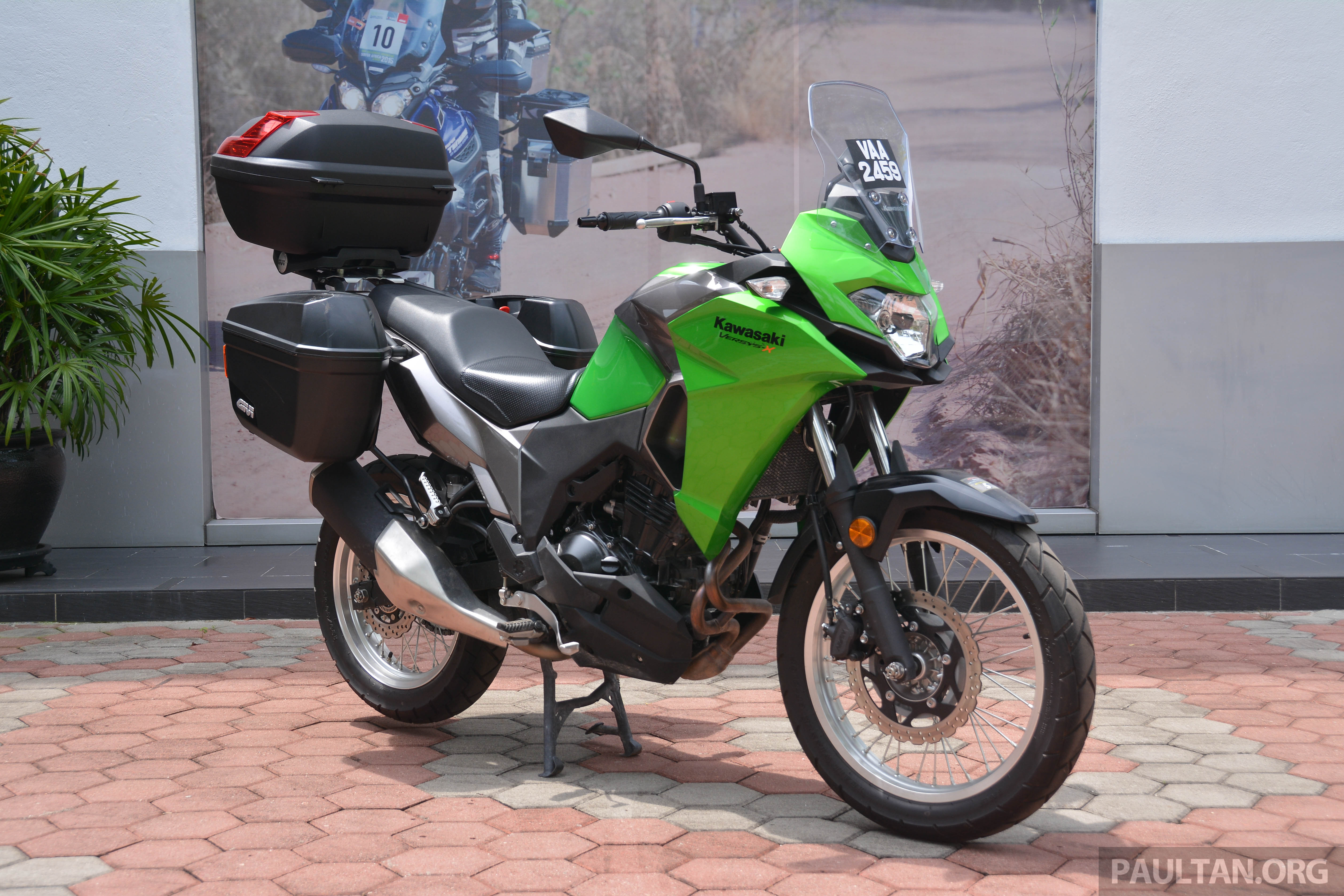2017 kawasaki versys x 250 gets prototype givi boxes. Black Bedroom Furniture Sets. Home Design Ideas