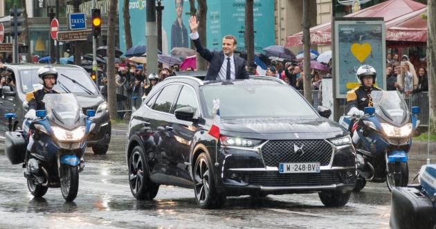 ds7 crossback serves as ceremonial vehicle for new president of france driven in public for the. Black Bedroom Furniture Sets. Home Design Ideas