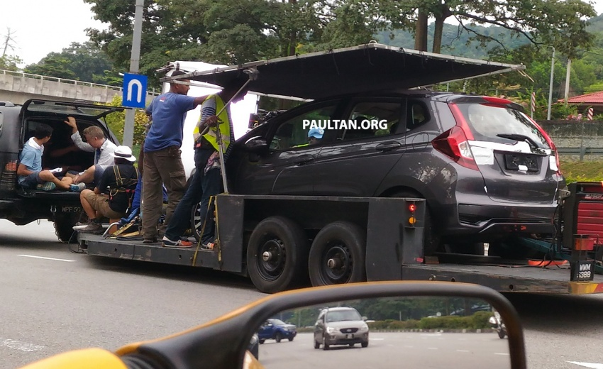 SPYSHOTS: 2017 Honda Jazz facelift uncovered in Malaysia – a clear view of the refreshed hatch Image #655366