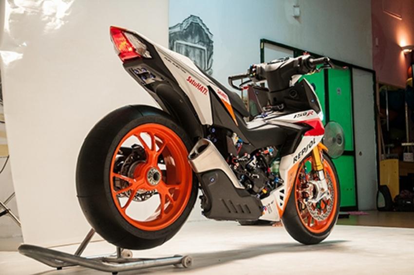 Honda RS150R diubahsuai guna barang superbike Image #657081