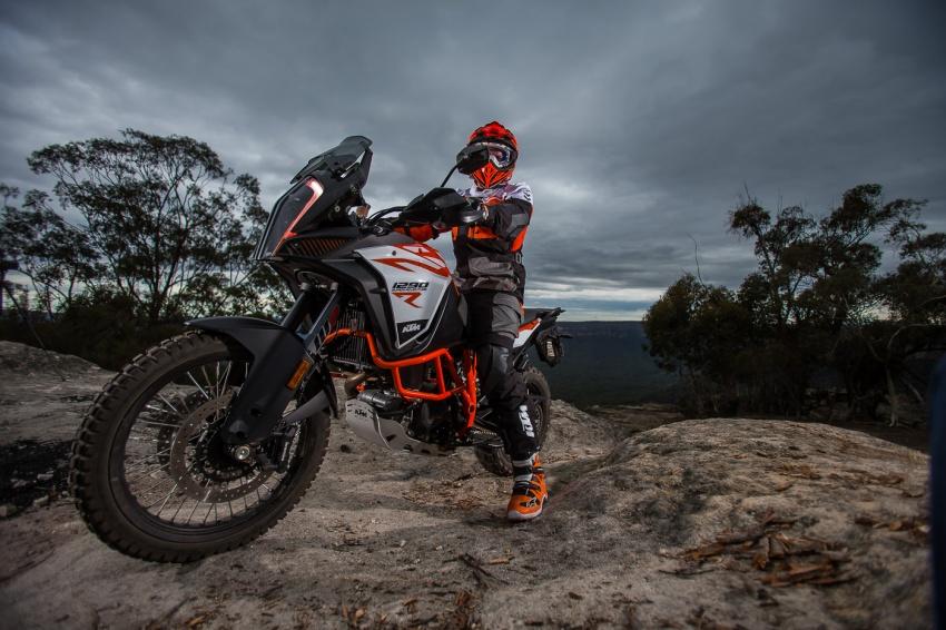 TUNGGANG UJI: KTM Super Adventure 1290 R bukan setakat mampu redah cabaran, malah mudah dikendali Image #661096