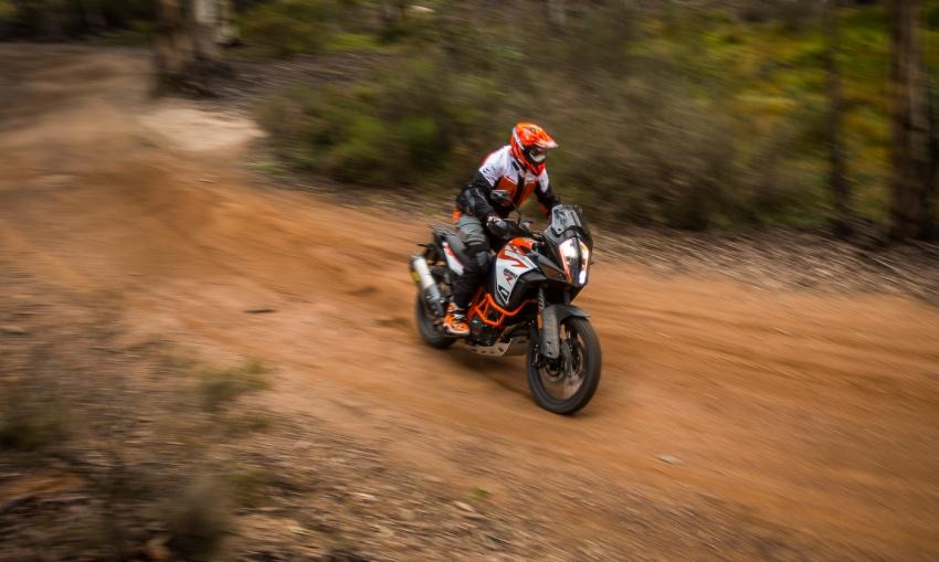 TUNGGANG UJI: KTM Super Adventure 1290 R bukan setakat mampu redah cabaran, malah mudah dikendali Image #661117