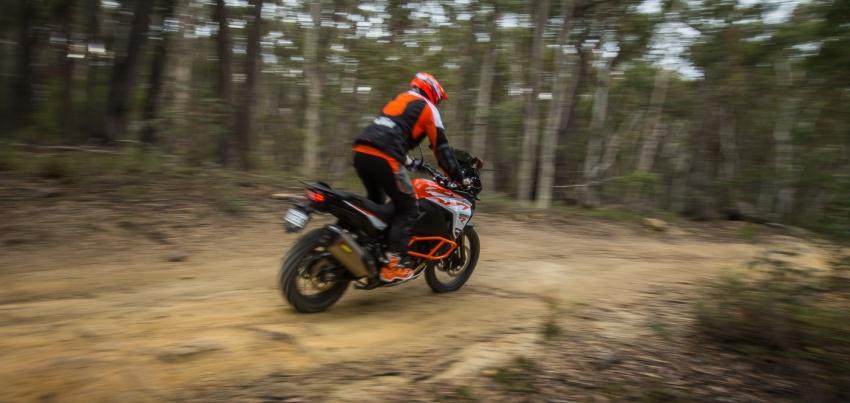 TUNGGANG UJI: KTM Super Adventure 1290 R bukan setakat mampu redah cabaran, malah mudah dikendali Image #661098