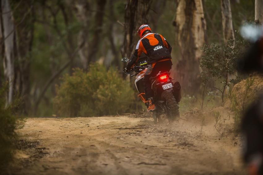 TUNGGANG UJI: KTM Super Adventure 1290 R bukan setakat mampu redah cabaran, malah mudah dikendali Image #661102