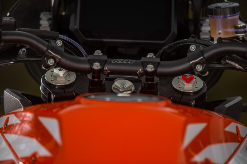 TUNGGANG UJI: KTM Super Adventure 1290 R bukan setakat mampu redah cabaran, malah mudah dikendali Image #661145