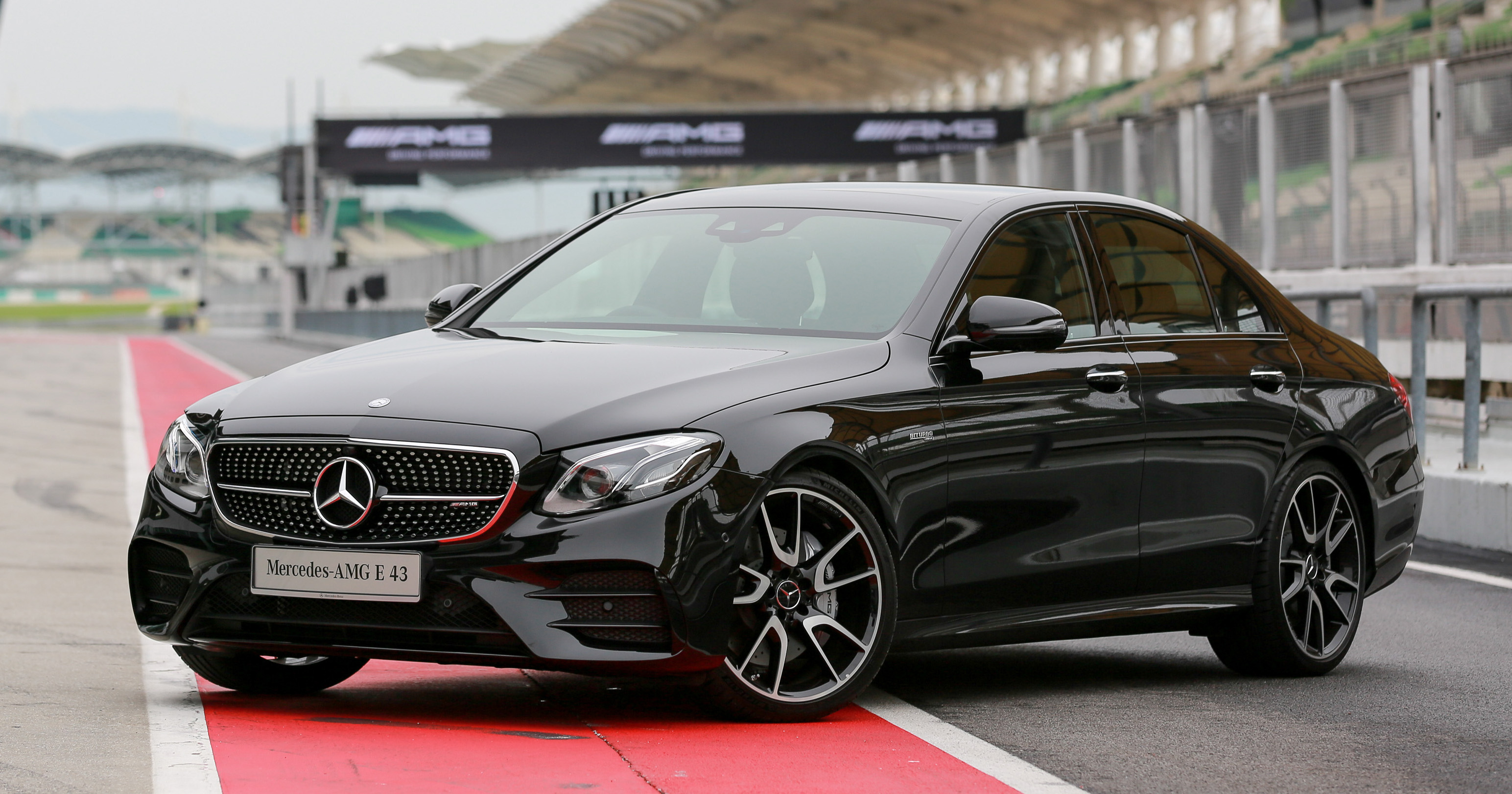 Mercedes 2017 4matic >> Mercedes-AMG E43 4Matic in Malaysia – RM658,888 Image 656581