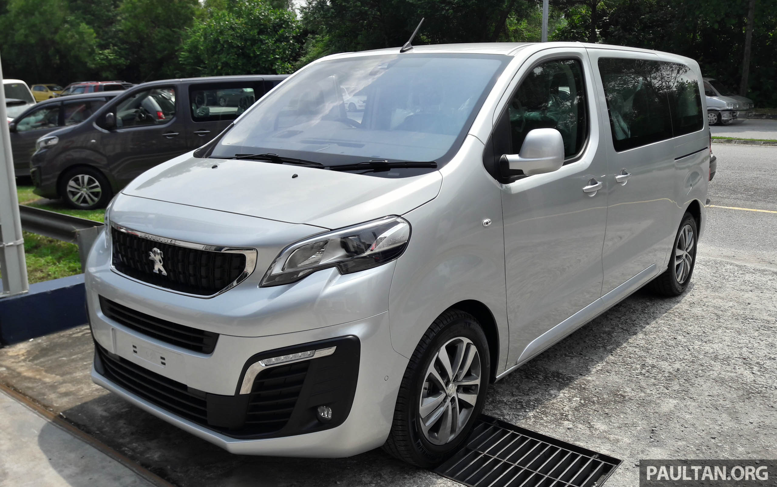 peugeot traveller spotted ahead of m 39 sia q3 launch. Black Bedroom Furniture Sets. Home Design Ideas