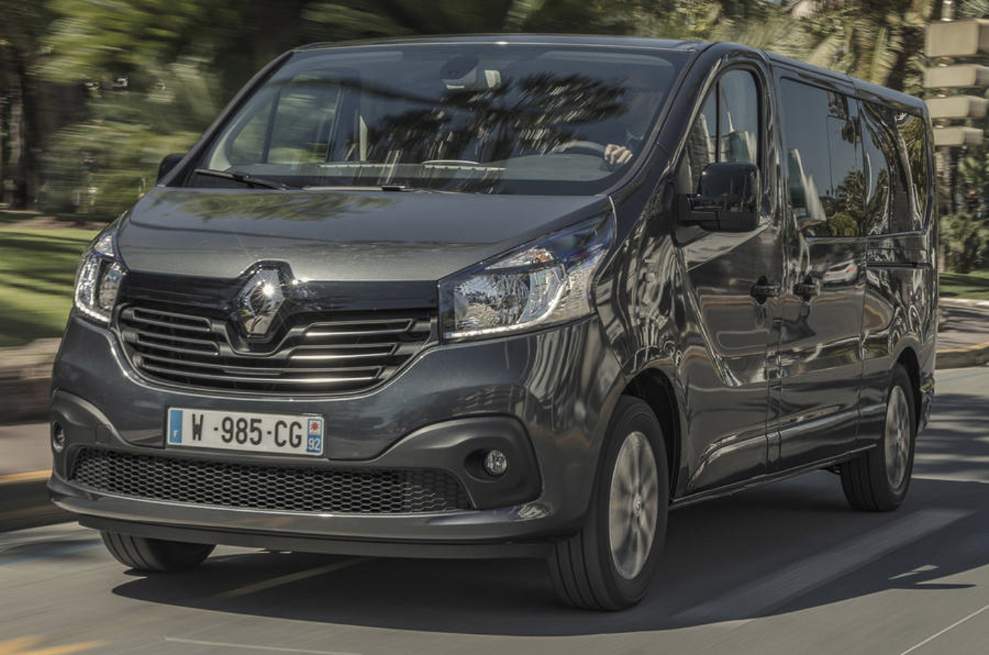 renault trafic spaceclass ditampilkan awal di cannes. Black Bedroom Furniture Sets. Home Design Ideas