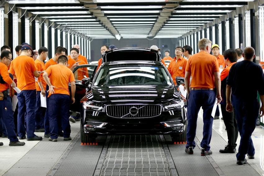 Volvo begins China-built S90 export to Europe via rail Image #666702