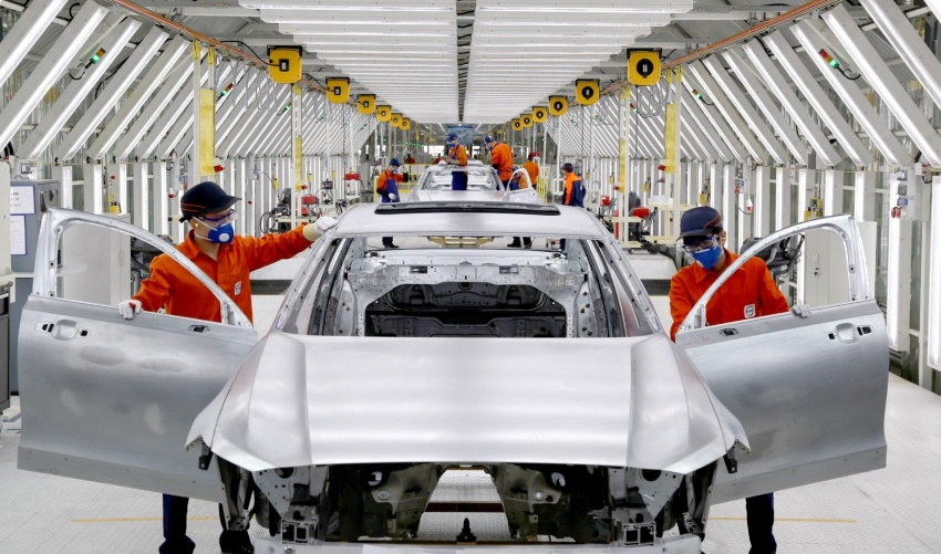 Volvo begins China-built S90 export to Europe via rail Image #666703