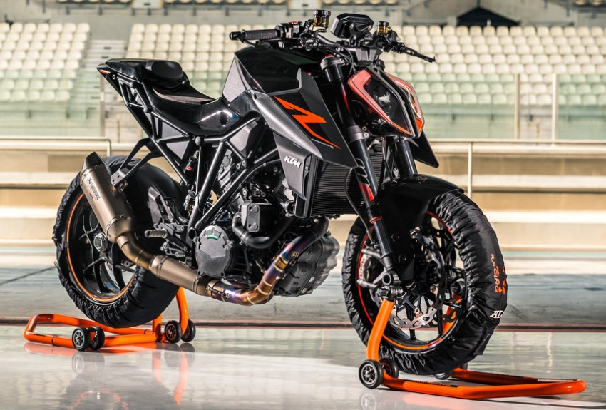 VIDEO: 2017 KTM 1290 Super Duke R and rookie Chris Fillmore set new Pikes Peak Hill Climb race record Image #677556