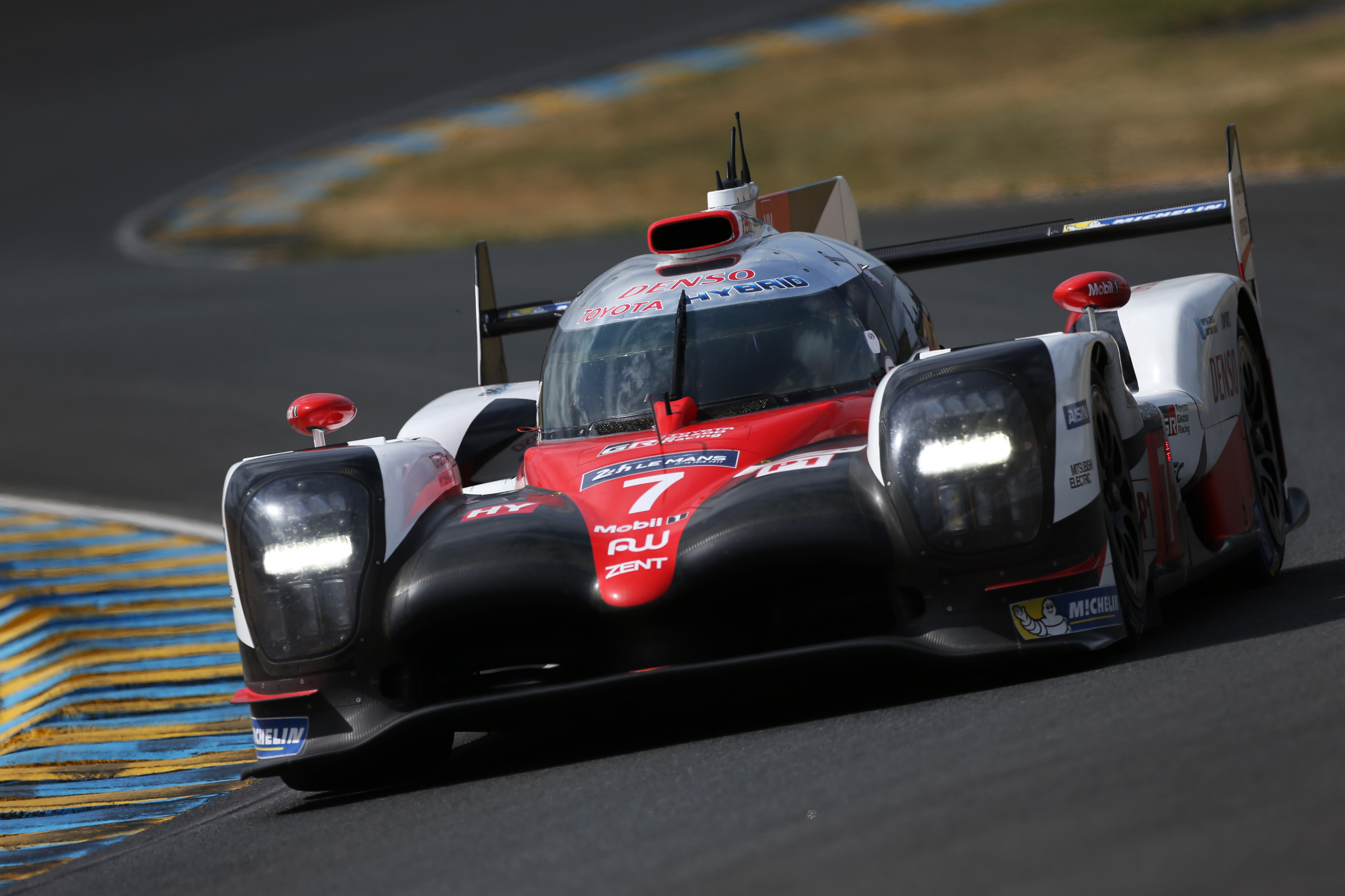fake marshal signal causes toyota 7 le mans loss. Black Bedroom Furniture Sets. Home Design Ideas