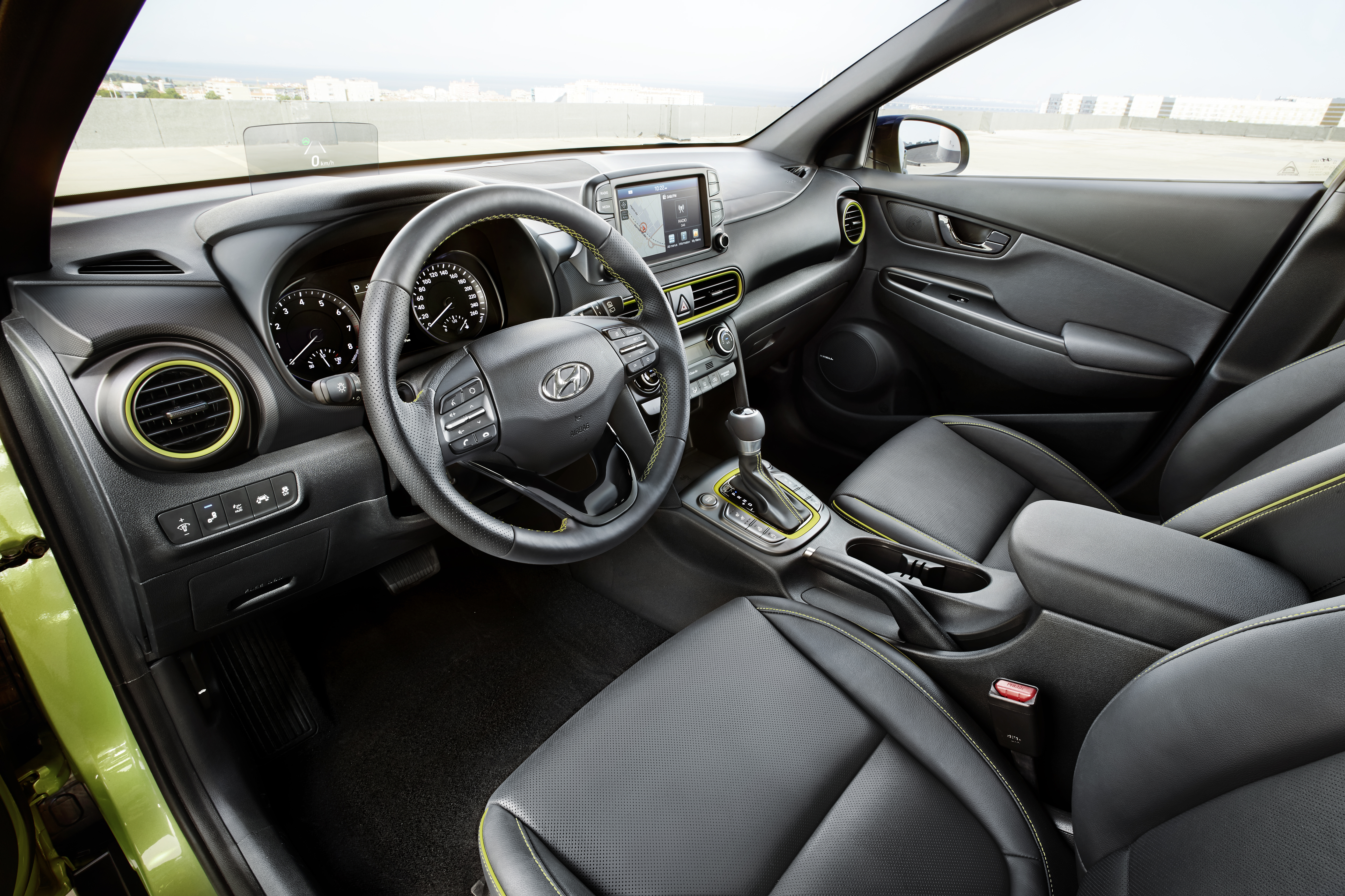 gallery hyundai kona on the road with interior image 672053. Black Bedroom Furniture Sets. Home Design Ideas