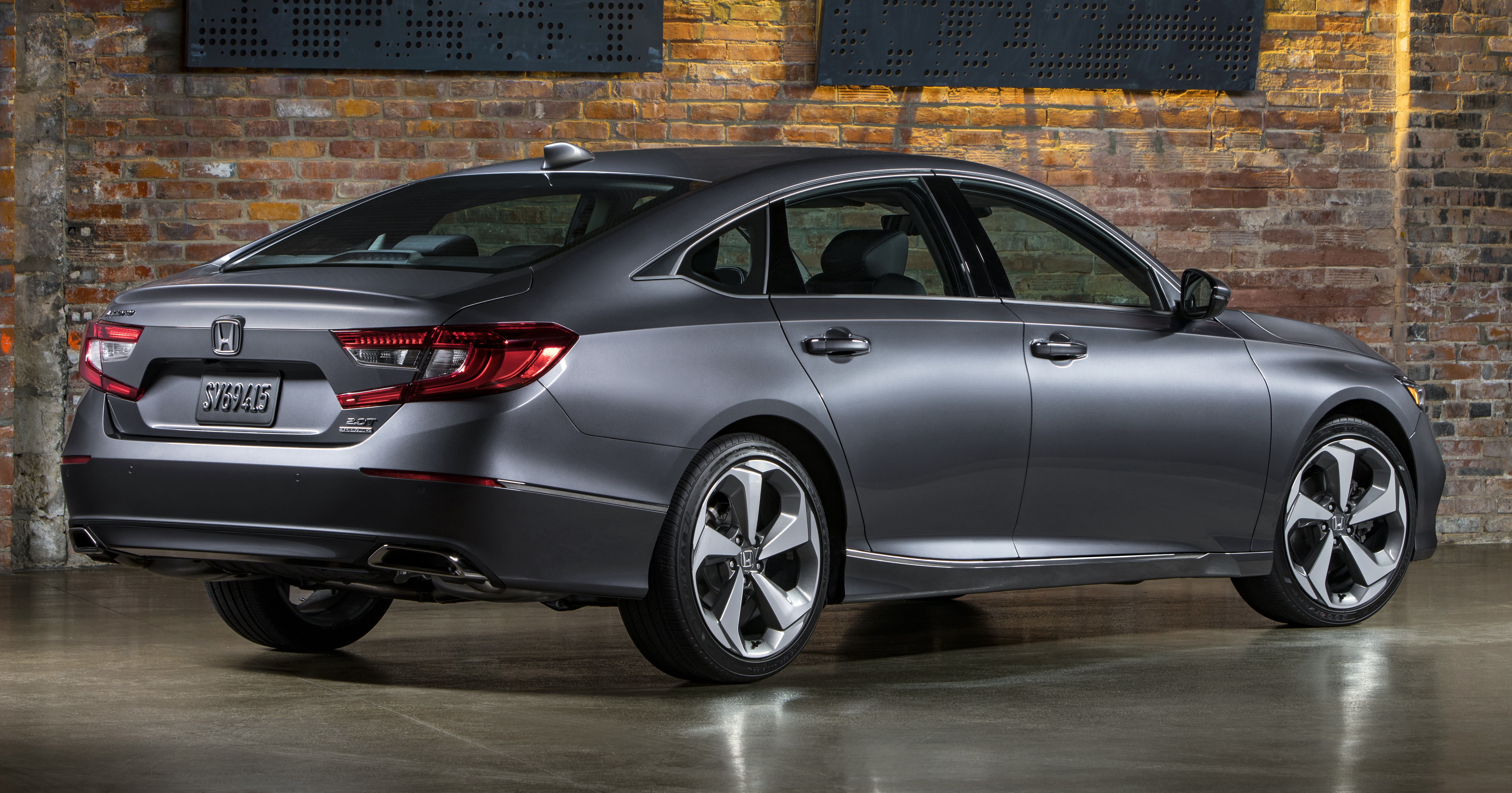 Wraparound Tail Lights With Led Light Guides And Integrated Twin Exhaust Exits Honda Claims That The Overall Aerodynamic Efficiency Of New Accord