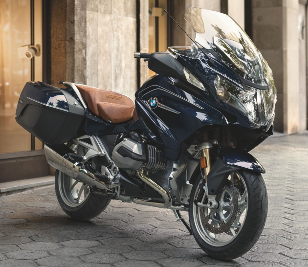 2018 bmw r1200rs. plain r1200rs on the paint scheme side of things gs in 2018 comes with a new  colour racing red which features black frame brake calipers and silver fuel  throughout 2018 bmw r1200rs