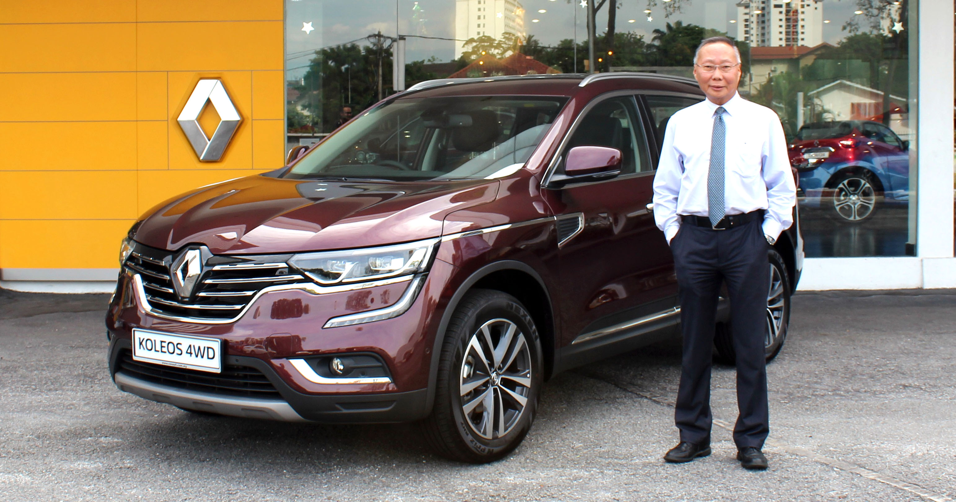 renault koleos 2 5l now officially available with 4wd in malaysia estimated price tag of rm201 800. Black Bedroom Furniture Sets. Home Design Ideas