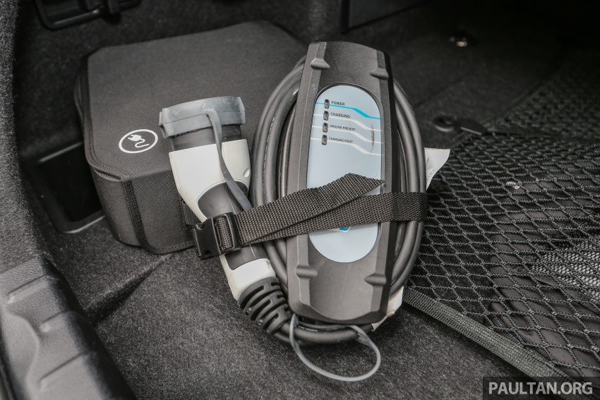 Driven Web Series 2017 #1: plug-in hybrid sedans – BMW 330e vs Mercedes C350e vs VW Passat 2.0 TSI Image #690644