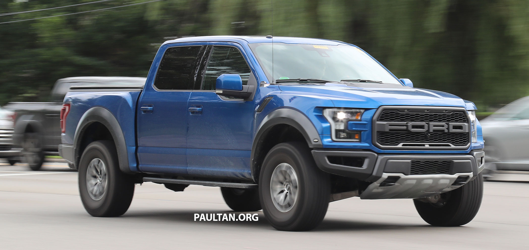 spyshots 2018 ford f 150 raptor subtle changes. Black Bedroom Furniture Sets. Home Design Ideas
