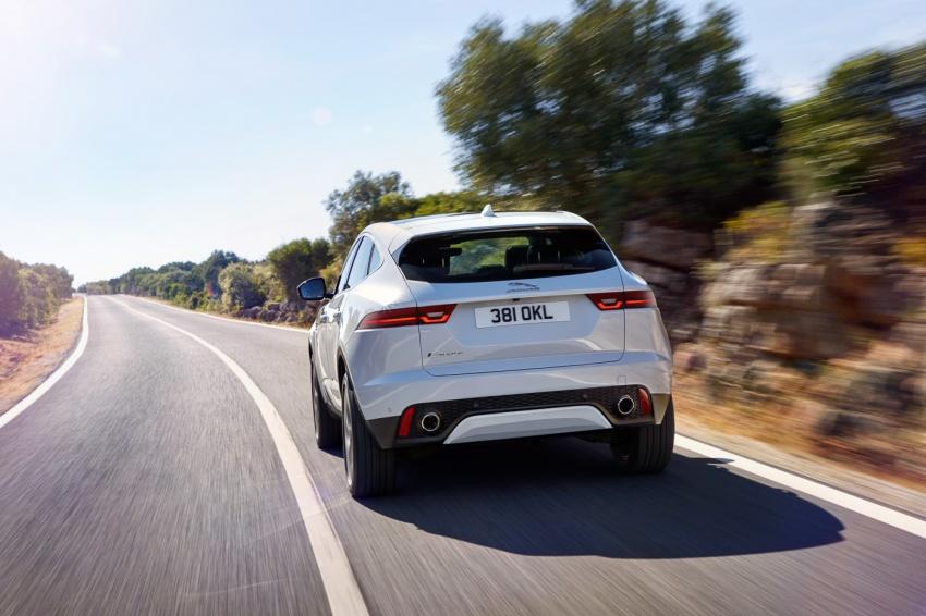 Jaguar E-Pace diperkenalkan – SUV kompak dengan pilihan dua enjin Ingenium, kuasa antara 150 ke 300 PS Image #683275