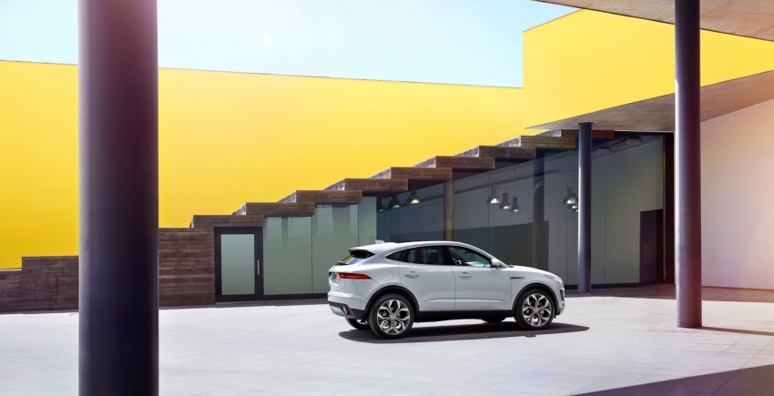 Jaguar E-Pace diperkenalkan – SUV kompak dengan pilihan dua enjin Ingenium, kuasa antara 150 ke 300 PS Image #683243