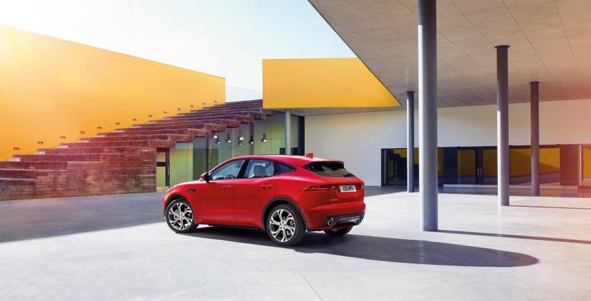 Jaguar E-Pace diperkenalkan – SUV kompak dengan pilihan dua enjin Ingenium, kuasa antara 150 ke 300 PS Image #683246