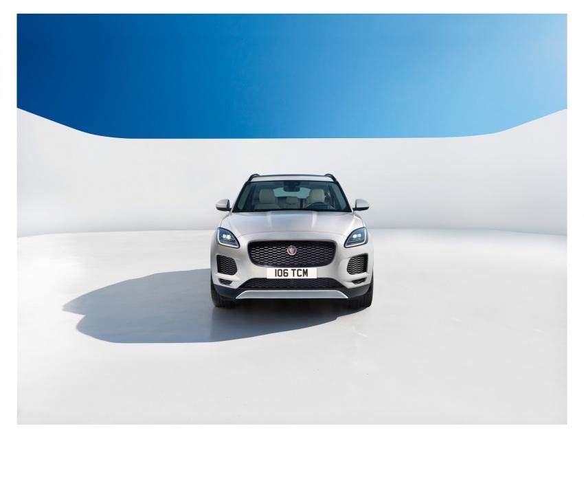 Jaguar E-Pace diperkenalkan – SUV kompak dengan pilihan dua enjin Ingenium, kuasa antara 150 ke 300 PS Image #683238
