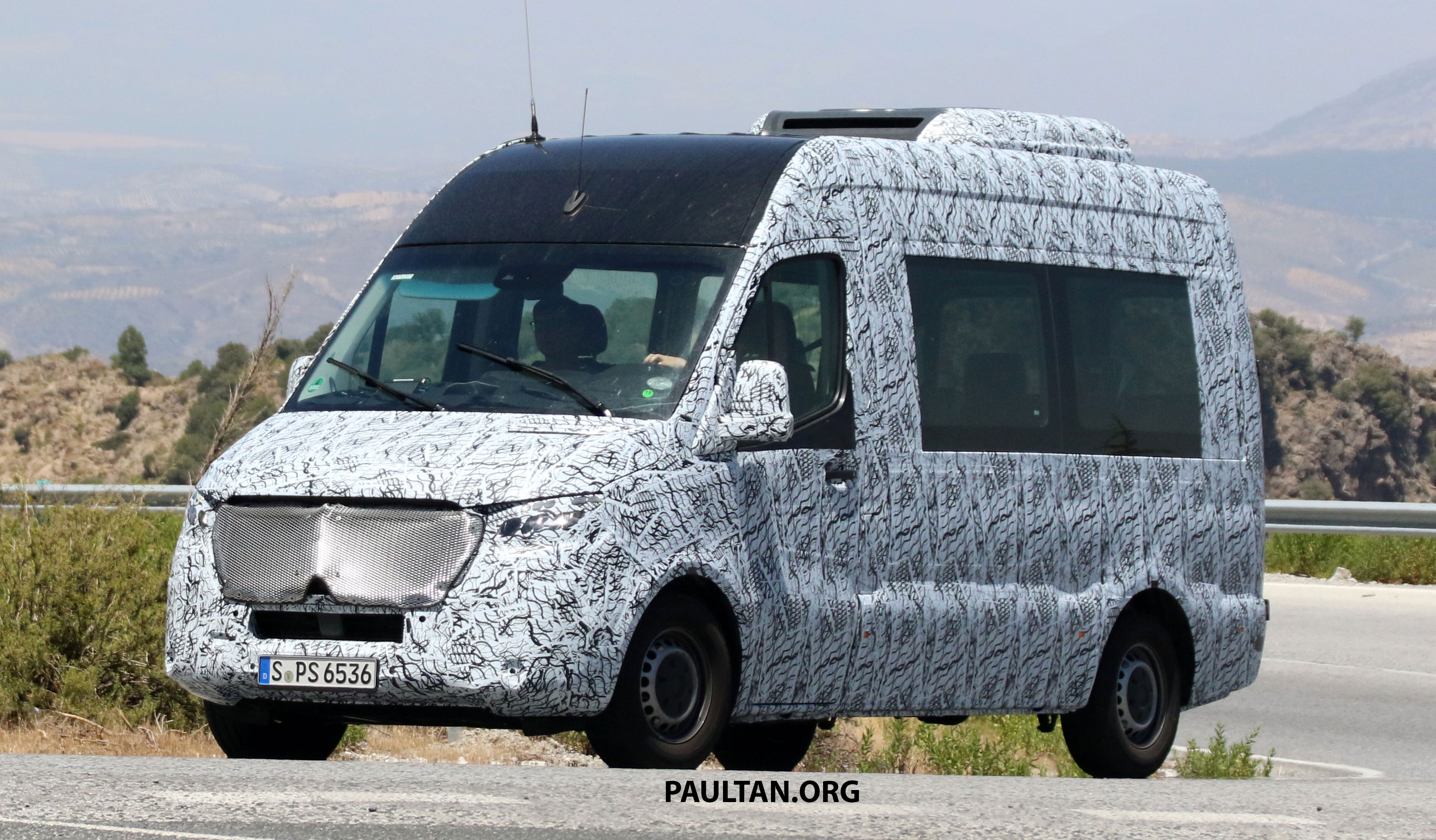 spyshot mercedes benz sprinter 2018 van yang akan diperkenal dengan varian janaan kuasa elektrik. Black Bedroom Furniture Sets. Home Design Ideas