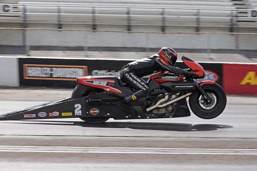 2017 Harley-Davidson Street Rod 750 goes drag racing Image #678686