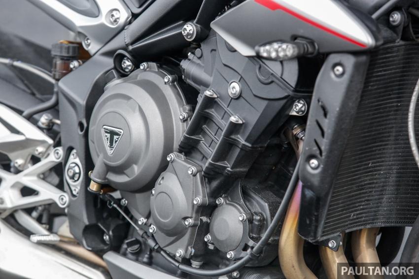 TUNGGANG UJI: Triumph Street Triple RS765 – punya keseimbangan baik, prestasi terus berkemampuan Image #690101