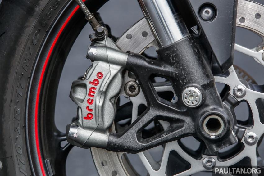 TUNGGANG UJI: Triumph Street Triple RS765 – punya keseimbangan baik, prestasi terus berkemampuan Image #690105