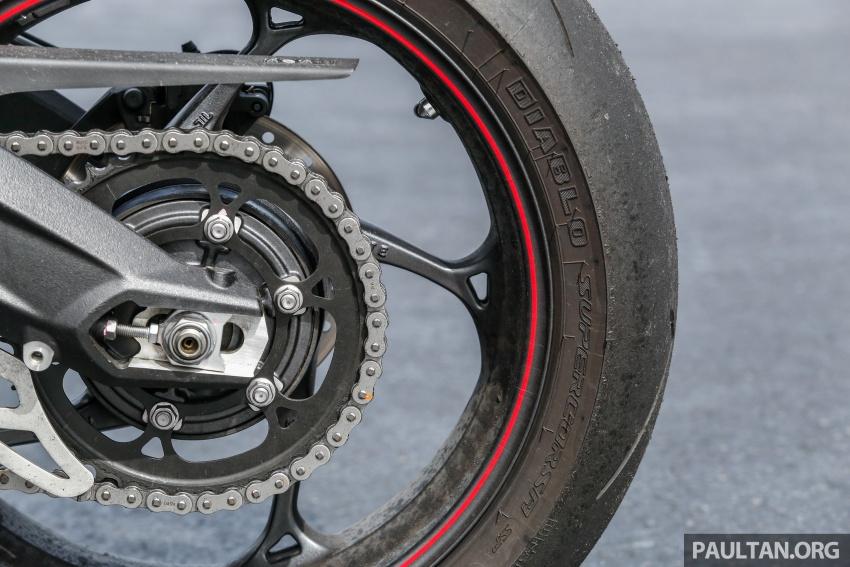 TUNGGANG UJI: Triumph Street Triple RS765 – punya keseimbangan baik, prestasi terus berkemampuan Image #690108