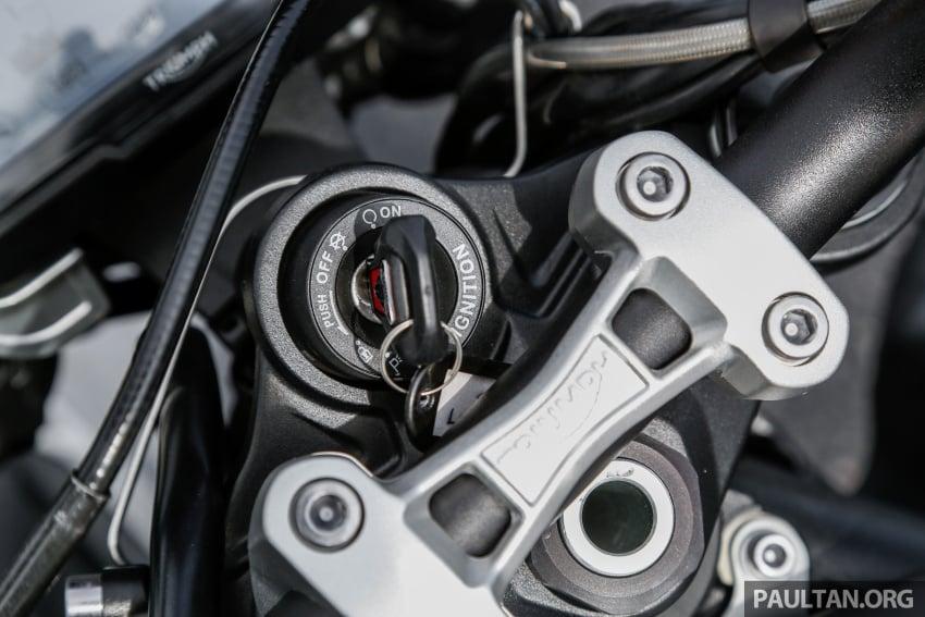 TUNGGANG UJI: Triumph Street Triple RS765 – punya keseimbangan baik, prestasi terus berkemampuan Image #690115