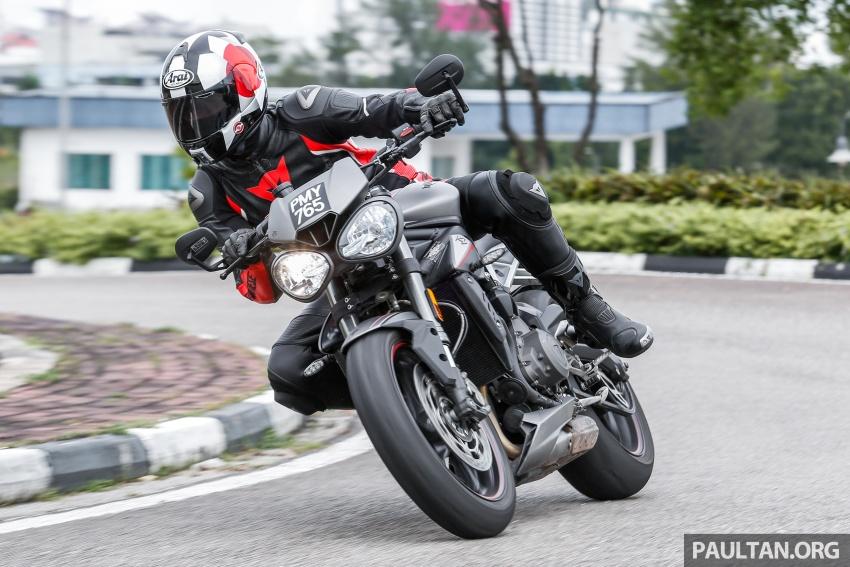 TUNGGANG UJI: Triumph Street Triple RS765 – punya keseimbangan baik, prestasi terus berkemampuan Image #690134